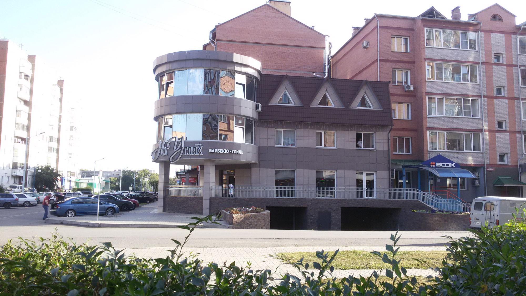 Офис с магазином и теплой стоянкой в г. Абакане. Арх. Киселев А.Н.